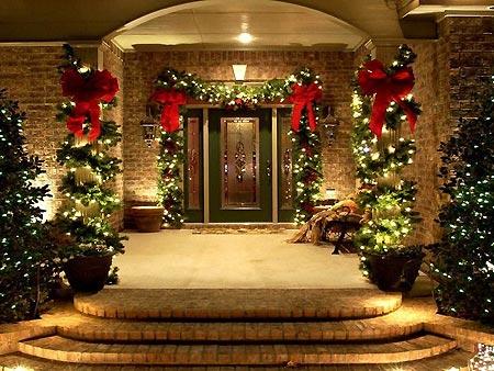 Décorez l'extérieur aussi pour noël : porche d'entrée joliment décoré